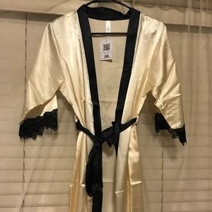 Other - Robe with lace detail